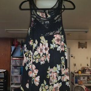 Torrid 1x floral sleeveless crocheted top
